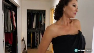 Vanessa Videl How A Sexy MILF Starts Her Day