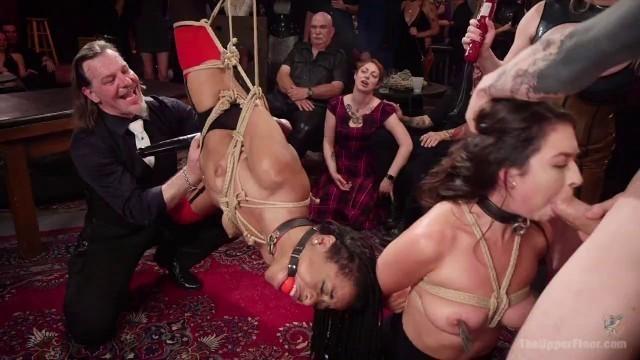 Roxy Raye und Melissa Moore geben bizarre Anal- und Arsch-zu-Mund-Action