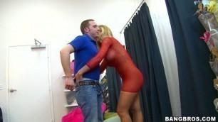 Appealing Blonde Nicole Aniston seduce a Fan