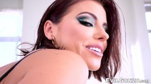 Horny Adriana Chechik gets a warm and sticky facial after BJ