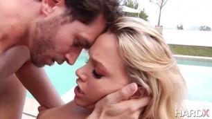 Hottest Blonde Mia Malkova wants to enjoy the dick of a massage therapist